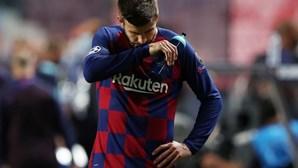 """""""Batemos no fundo"""": Gerard Piqué desapontado com resultado do Barcelona frente ao Bayern"""
