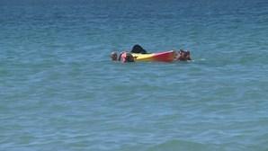 Marcelo Rebelo de Sousa resgata duas jovens em dificuldades na praia de Alvor. Veja as imagens