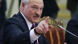 Presidente da Bielorrússia fecha fronteiras e coloca exército em alerta
