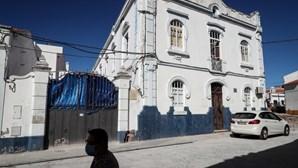 Urina seca e lixo: Médicos relatam horror no lar em Reguengos afetado por surto de Covid-19