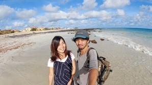 Casal japonês em lua-de-mel há seis meses em Cabo Verde devido à Covid-19 já não dispensa grogue e cachupa