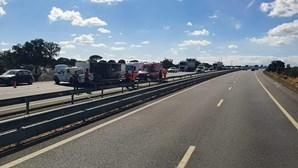 Despiste de carro condiciona circulação no sentido norte-sul da A2 na Marateca