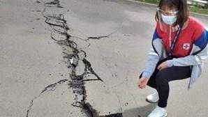 Sismo nas Filipinas faz um morto e provoca danos em casas e estradas