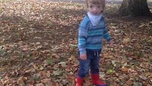 Criança de quatro anos com doença rara proibida de regressar à escola