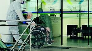 """Médicos denunciam """"péssimas condições"""" de cuidados a utentes de lar de Reguengos infetados com Covid-19"""