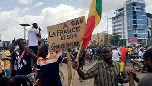 """Mali vai ter presidente de transição que vai ser """"militar ou civil"""""""