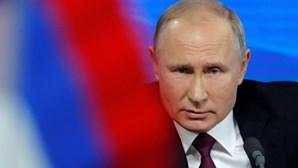 Presidente russo garante que não vai impor confinamento nacional devido à Covid-19
