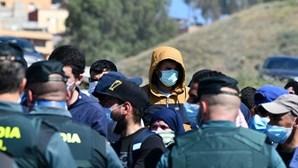 Um migrante morre e seis ficam feridos após 300 tentarem saltar cerca entre Melilla e Marrocos