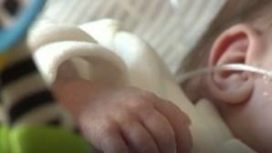 Bebé com dois dias de vida encontrada com faca espetada nas costas dentro de um saco de plástico