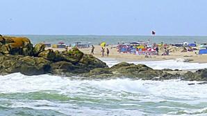 Mulher arrastada por onda em Matosinhos perde a vida no mar