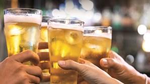 Consumo repetitivo de álcool afeta células do sistema nervoso e aumenta ansiedade, revela estudo