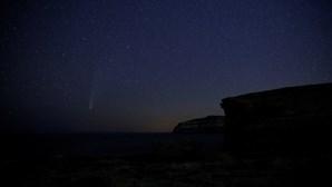 Telescópio capta imagem mais detalhada de cometa luminoso após passar pelo Sol