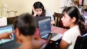 Alunos de risco com aulas a partir de casa devido à Covid-19