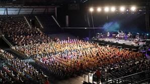 Mais de duas mil pessoas participam em concertos na Alemanha para testar modelo que evite contaminação