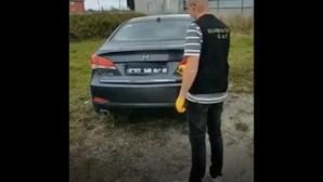 Condutor apanhado pela polícia por usar sistema que oculta chapa de matrícula