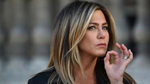 Jennifer Aniston diz que cortou relações com pessoas que não se queriam vacinar contra a Covid-a19