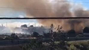 Bombeiro ferido durante combate às chamas em Almada