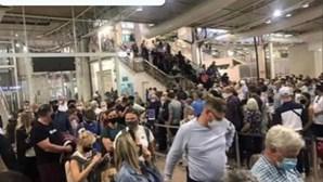 Centenas de turistas britânicos 'entopem' Aeroporto de Faro