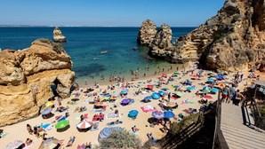 Turistas importam mais casos de Covid-19 no Algarve