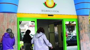 Trabalhadores sem proteção social já podem pedir apoio de 438,81 euros