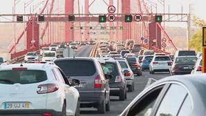 'Garrafão' da Ponte 25 de abril enche em regresso 'interrompido' pela PSP