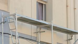 Cadáver de recém-nascido encontrado em varanda de prédio em Torres Vedras