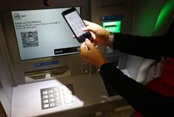 """Novas regras querem contrariar """"risco de fuga aos impostos"""" com transferências através do telefone"""