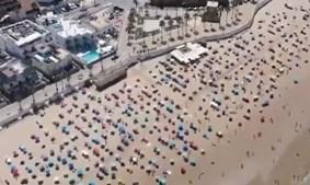 Praia espanhola é exemplo de 'sucesso' no distanciamento físico entre banhistas
