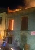 Bombeiros encontraram edifício já tomado pelas chamas