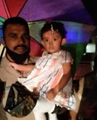Menina resgatada com vida na pista do aeroporto após acidente com avião na Índia