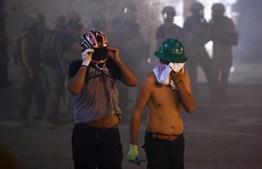 Manifestantes enchem ruas de Beirute em protestos violentos contra o Governo