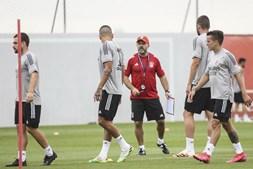 Plantel e primeiros reforços do Benfica para a época 2020/2021 realizaram esta segunda-feira o primeiro treino