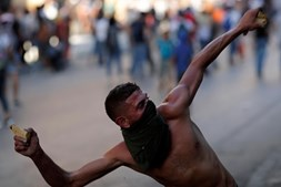 Caos em Beirute: Ministros e deputados demitem-se após violentas manifestações na capital libanesa