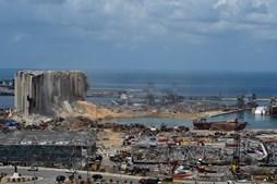 Explosões arrasaram Beirute, capital do Líbano, e tiveram origem numa carga de nitrato de amónio