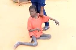 Menino de 10 anos entregue à morte. Vivia com animais e restos de ração em cenário de horror