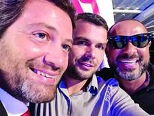 Olavo Bilac numa selfie com André Ventura