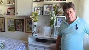 Jacinto Correia no quarto do filho, mantido tal como o jovem o deixou. A vítima foi assassinada em maio de 2013