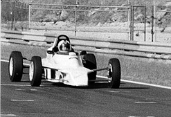 Estreou-se  na Fórmula 1 ao volante  de um Cooper-Maserati, no Circuito de Monsanto, em Lisboa, alcançando um 10º lugar