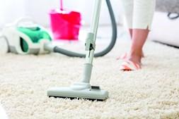 Aspirar a casa é uma das tarefas domésticas que mais calorias consom