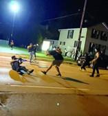 Kyle Rittenhouse matou duas pessoas em confronto com manifestantes antirracistas