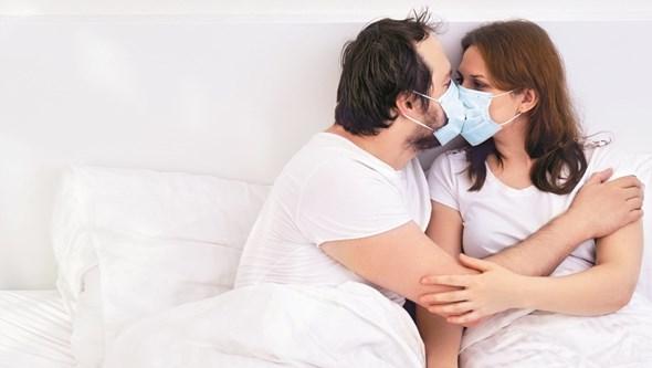Sexo com máscara: coronavírus 'agita' relações sexuais