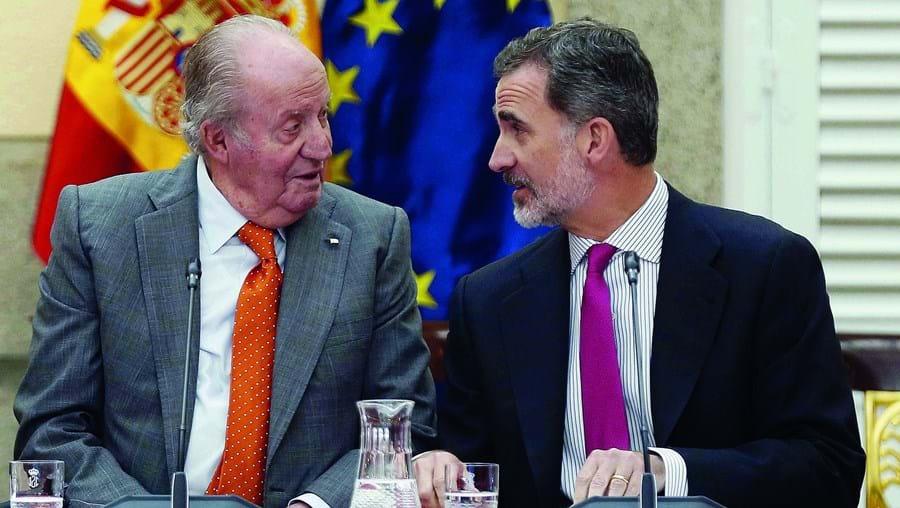 Revelações sobre fortuna secreta de Juan Carlos na Suíça e doações milionárias a ex-amante forçaram o rei Felipe VI a distanciar-se do pai