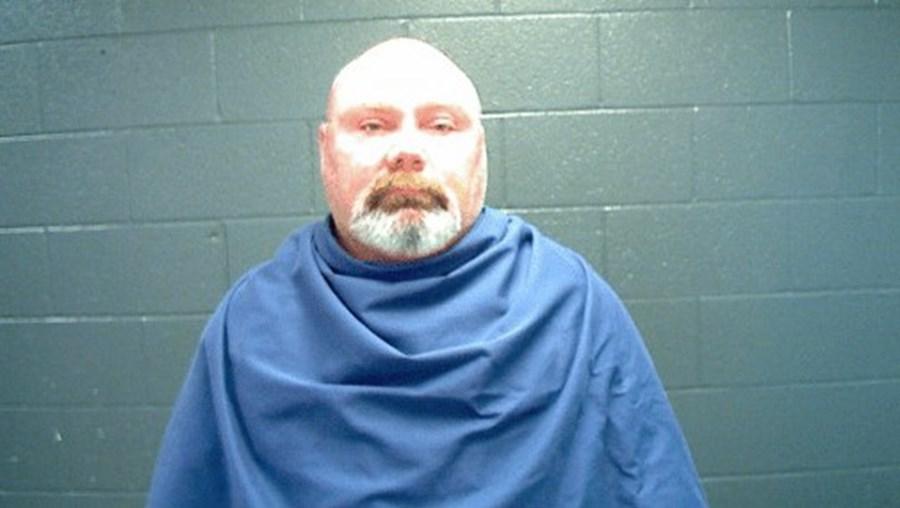 Paul Beecher Russel foi apanhado pela mulher a violar menor