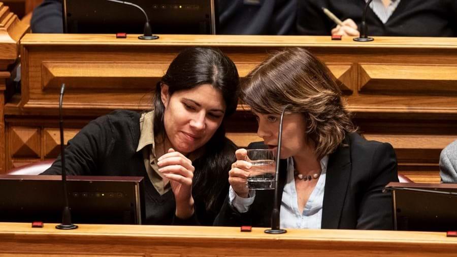 Mariana Mortágua e Catarina Martins, deputada e líder do BE, respetivamente, querem negociar com o Governo