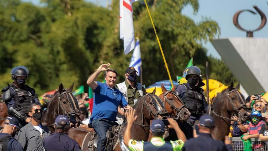 Bolsonaro discutiu com ministros a tomada do Supremo Tribunal por militares armados, para acabar com a ingerência dos juízes no trabalho do governo