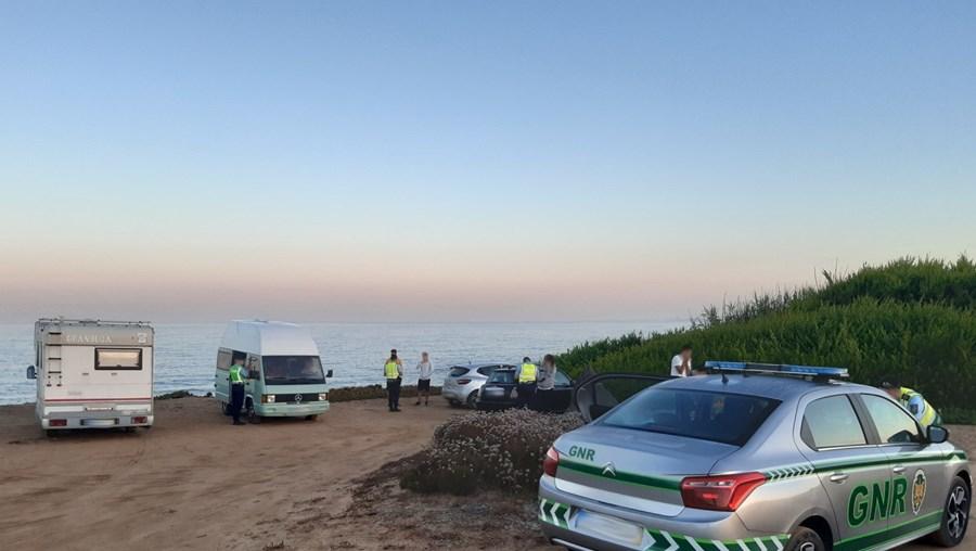 GNR regista 59 infrações por campismo e caravanismo ilegal na Costa Vicentina
