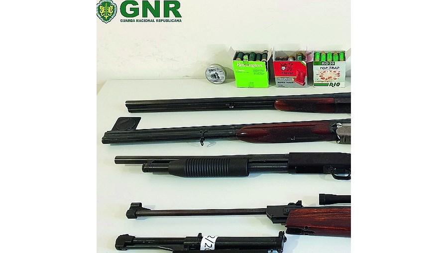 Armas apreendidas ao suspeito