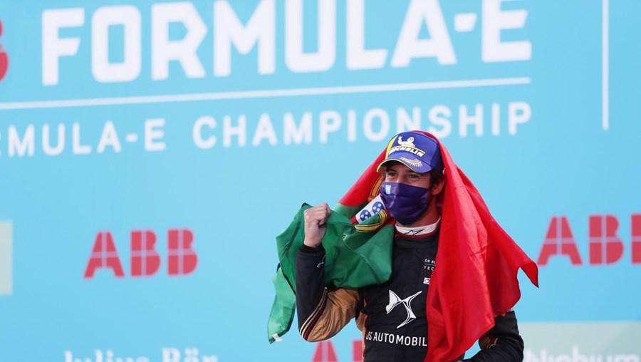 Félix da Costa vence em Berlim e reforça liderança da Fórmula E