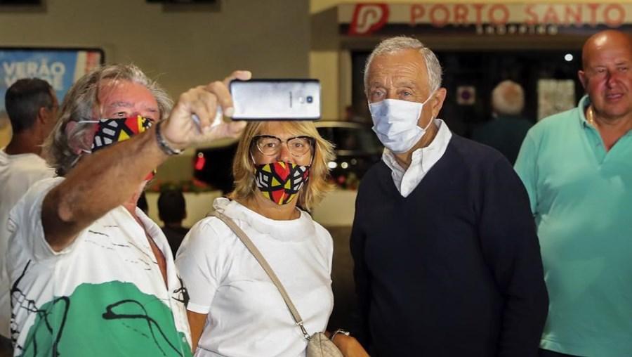 Marcelo Rebelo de Sousa preocupado com vaga de incêndios admite interromper férias em Porto Santo
