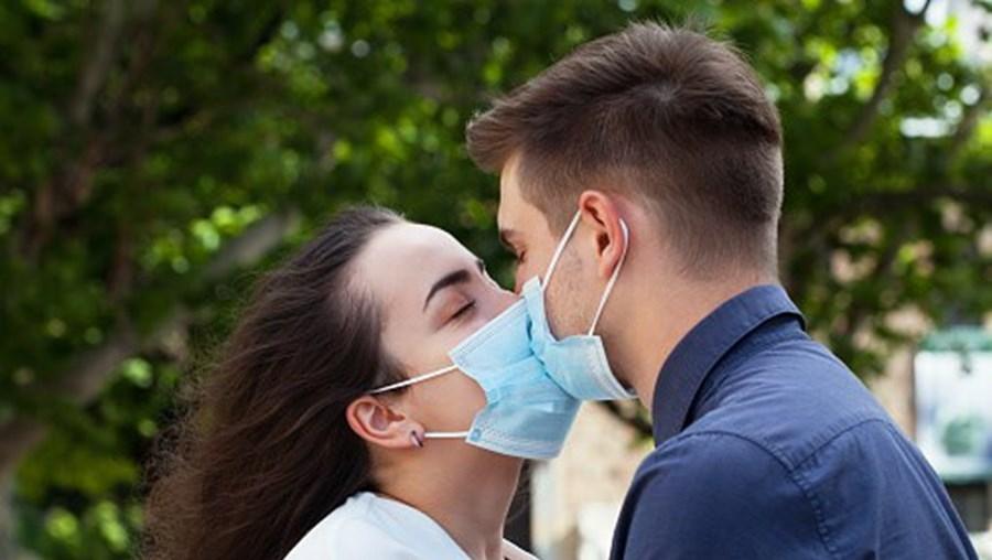 Sexo durante a pandemia? Como e com quem o fazer em segurança